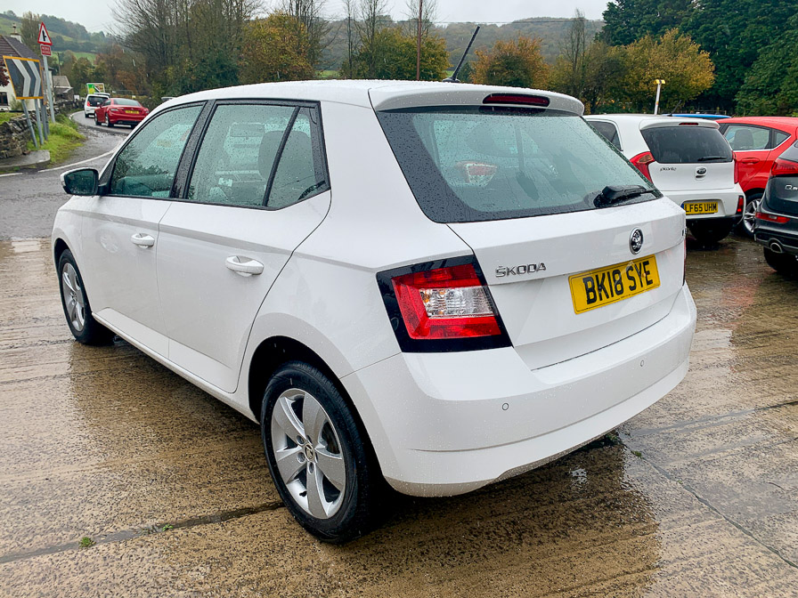 SKODA Fabia 1.0 SE 5 door (1 Owner) full